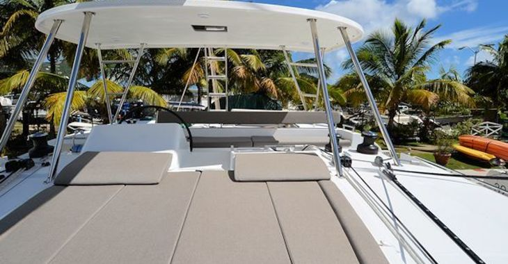 Medium lagoon450 kindred flybridge1 600