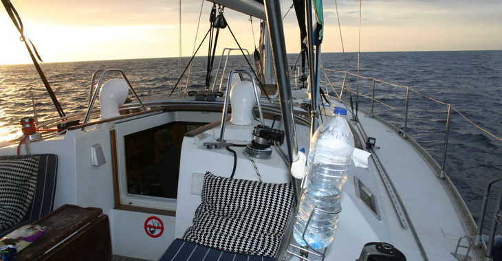 Rent a sailboat in Club Nautic Cambrils - Beneteau Oceanis 430