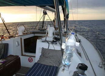 Rent a sailboat Beneteau Oceanis 430 in Club Nautic Cambrils, Cambrils