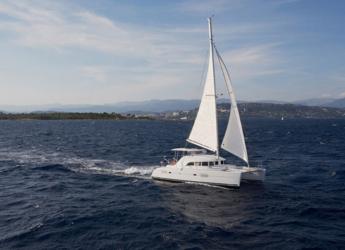 Rent a catamaran in Naviera Balear - Lagoon 380