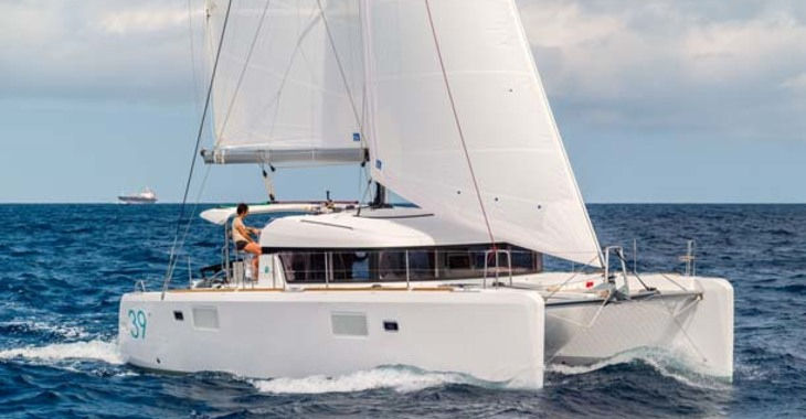 Rent a catamaran in Palm Cay Marina - Lagoon 390