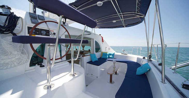 Rent a catamaran in Portu Valincu - Lagoon 380