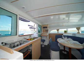 Rent a catamaran Lagoon 380 in Portu Valincu, Propriano