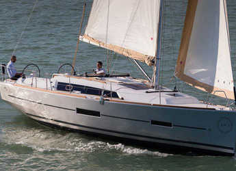 Rent a sailboat in Portu Valincu - Dufour 382 Grand Large