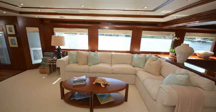 Rent a yacht in Palm Cay Marina - HATTERAS