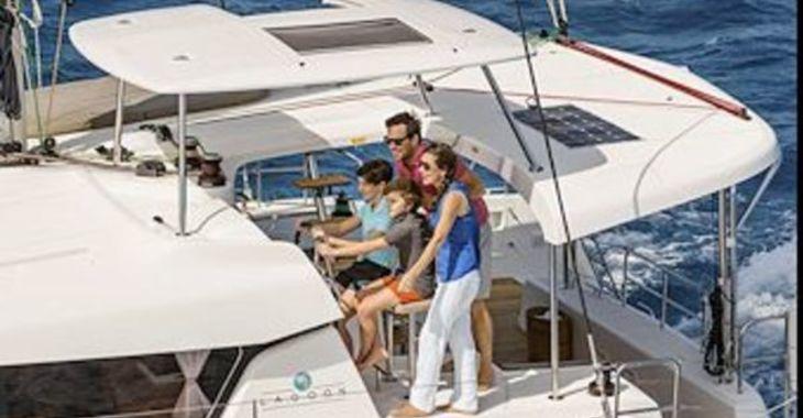 Medium lagoon42 sailing1 600
