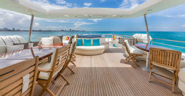 Rent a yacht in Palm Cay Marina - AZIMUT