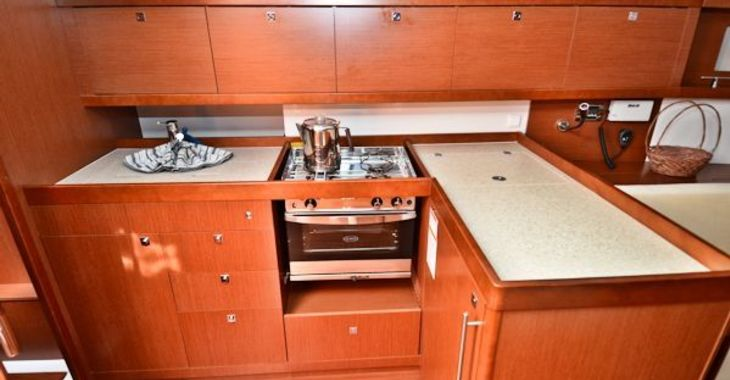 Medium beneteau41 critical galley 600