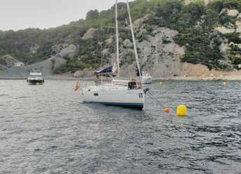 Rent a sailboat in Club Naútico de Oliva - Beneteau Oceanis 351