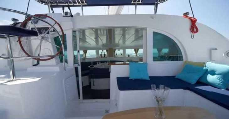 Alquilar catamarán Lagoon 380 en Puerto deportivo Marina La Bajadilla, Marbella