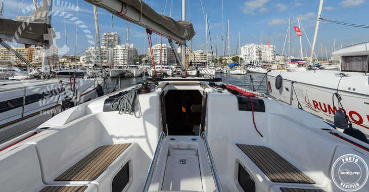 Rent a sailboat in Club Naútico de Sant Antoni de Pormany - JEANNEAU SO 449