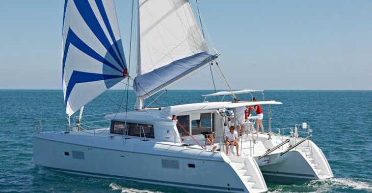Rent a catamaran in Club Naútico de Sant Antoni de Pormany - LAGOON 421