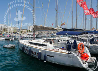 Chartern Sie segelboot in Club Naútico de Sant Antoni de Pormany - JEANNEAU SO 379