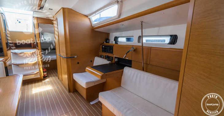 Rent a sailboat in Club Naútico de Sant Antoni de Pormany - JEANNEAU SO 32i