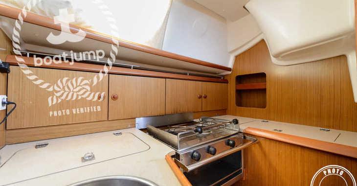 Rent a sailboat JEANNEAU SO 32i in Club Naútico de Sant Antoni de Pormany, Sant antoni de portmany