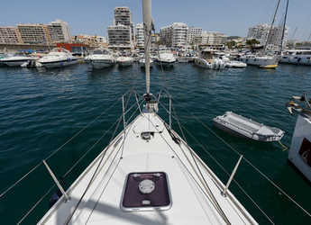 Rent a sailboat in Club Naútico de Sant Antoni de Pormany - JEANNEAU SO 36i