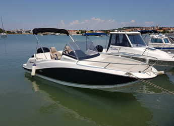 Rent a motorboat in ACI Pomer - Quicksilver activ 605 sundeck
