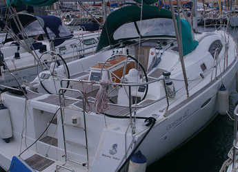 Rent a sailboat in Port Badalona - Beneteau Oceanis 40