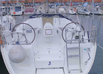 Rent a sailboat in Port Badalona - Beneteau Cyclades 393