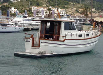 Rent a motorboat Menorquina Yacht 100 in Port d'Aiguadolç, Sitges