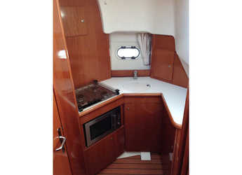 Rent a motorboat Prestige 32 in Port d'Aiguadolç, Sitges