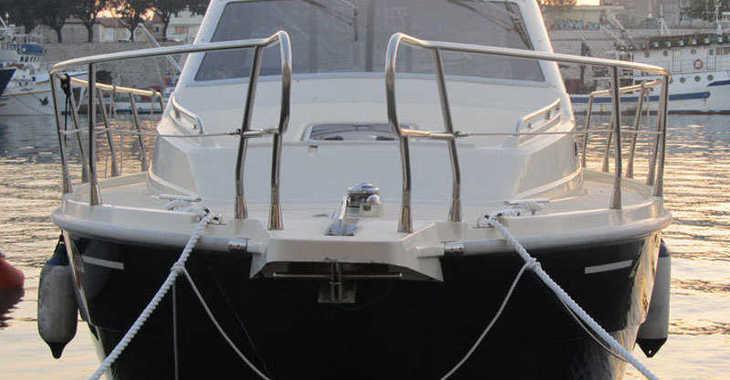 Alquilar barco a motor Vektor 950 en Marina Zadar, Zadar